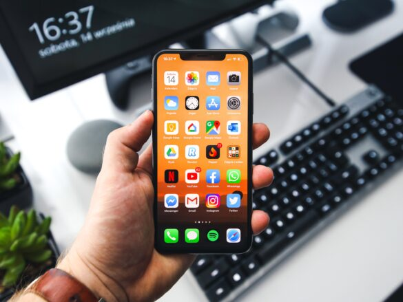 Image of an iPhone XS.